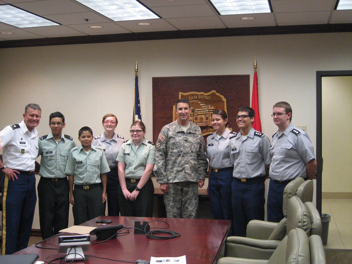 COL Pratt meeting with Will Rogers JROTC Members after the October 2014 Post Meeting